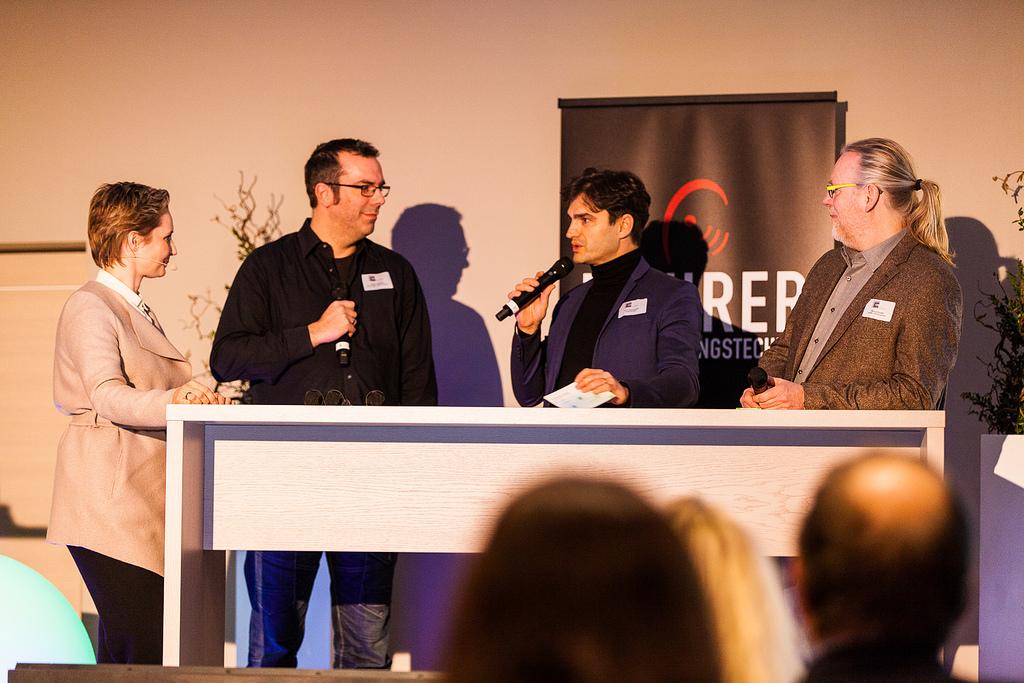 Famab Sustainability Summit v.l.n.r. Moderatorin Green Janine, Entertainment Experte Stefan Lohmann, Schauspieler und CEO von Legrain Productions Lenn Kudrjawizki, Nachhaltigkeitsexpert Marcus Stadler bei Satis&fy