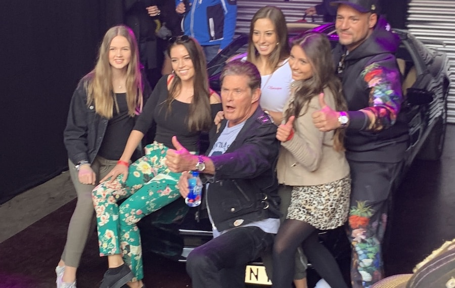 90er live auf schalke-hasselhoff-team-kit Promiflash - Star News: David Hasselhoff Backstage