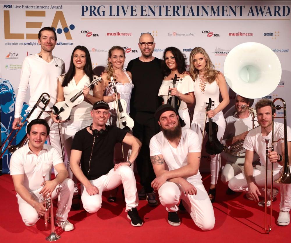 Das Berlin Show Orchestra auf Platz1 der deutschen album charts mit dem erfolgreichsten elektronik Künstler Schiller